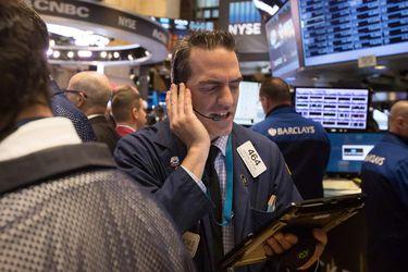 Bolsas globales se desploman ante nerviosismo por nueva ola de contagios en Europa y EEUUWall Street