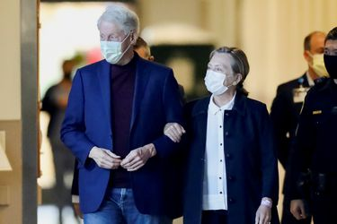 Expresidente Bill Clinton regresa a su hogar en Nueva York tras hospitalización