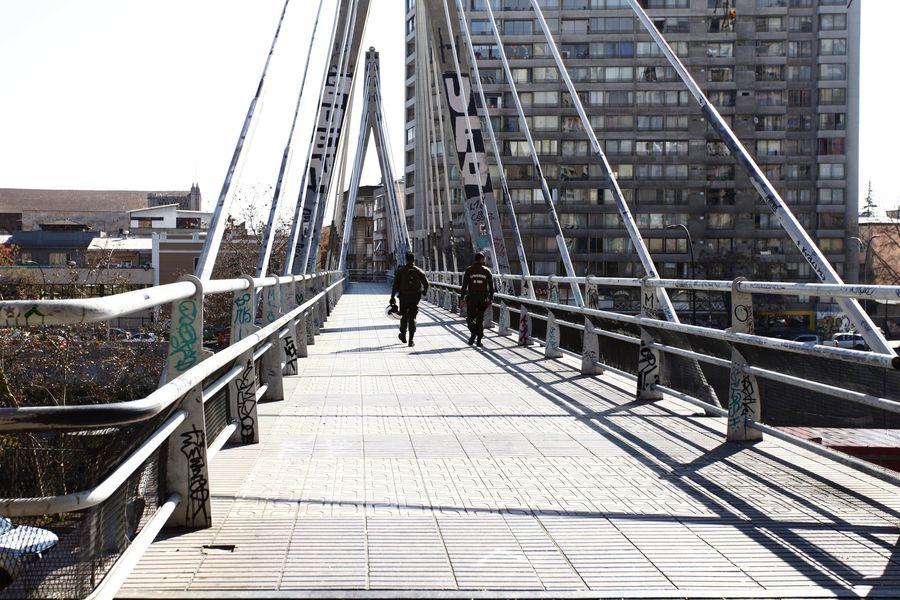 Puente peatonal Huérfanos. Foto referencial.