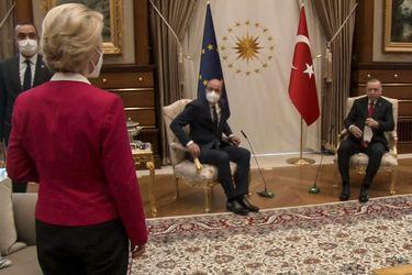 """""""SofaGate"""": El desaire del Presidente de Turquía hacia la presidenta de la Comisión Europea durante su visita a Ankara"""