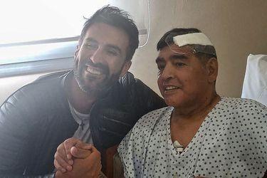 Justicia allana su casa y la clínica: el último médico de Maradona es investigado por homicidio culposo