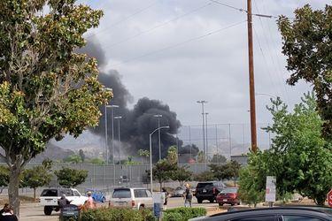 Al menos dos personas murieron tras estrellarse una avioneta contra edificios residenciales en California