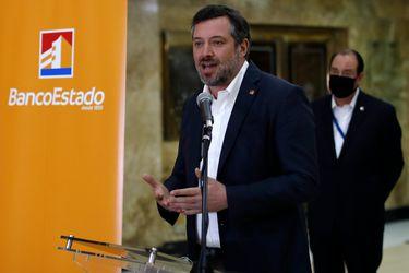 Sindicato de BancoEstado en picada contra Sichel por declaraciones sobre funcionarios que obtuvieron bono clase media