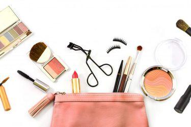Estos son los productos básicos que debe tener tu cosmetiquero de verano