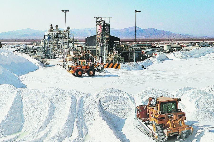 Litio: estatal rusa anuncia inversión en Chile e India sella alianza con el gobierno