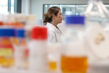 Estados Unidos acusa a China de intentar robar investigaciones de vacuna para coronavirus