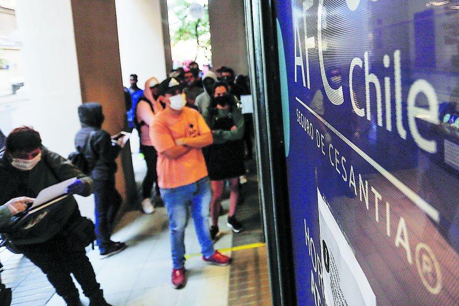 Encuesta UC: Desempleo subió a 11,5% en junio y en un año se perdieron más de 2 millones de puestos de trabajo