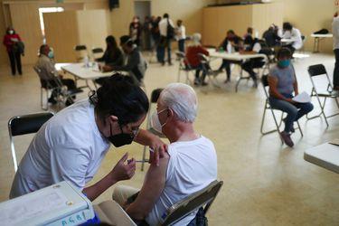 Covid-19: México rompe récord diario de vacunas y Argentina y Perú endurecen restricciones