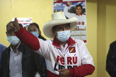 Primera encuesta de cara al balotaje en Perú da ventaja de 11 puntos a Pedro Castillo