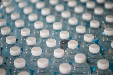 Instrucciones para elegir (y tomar) agua embotellada