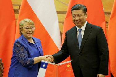 Chilean President Michelle Bachelet and Chinese President Xi Jinping attend a signing ceremony in Beijing