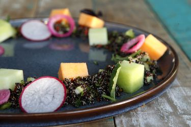 Cómo hacer ensalada de quínoa, melón y toronjil