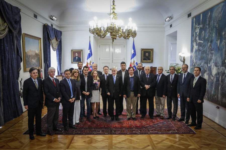 El presidente recibe a representantes del empresariado chileno