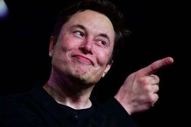 Elon Musk supera a Bernard Arnault, se convierte en la cuarta persona más rica del mundo y se acerca a Zuckerberg