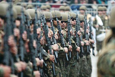 """Historias de la Parada Militar: su origen, la primera """"chicha en cacho"""" y el desaire al Presidente al inicio de la transición"""