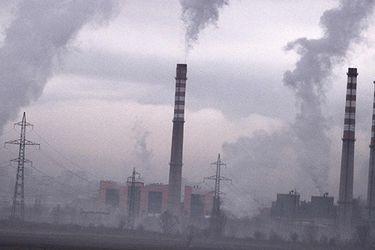 China no construirá nuevos proyectos a carbón en el extranjero y dice que apoyará a países en energías verdes