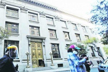 Extranjeros aumentan tenencia de bonos chilenos mientras las AFP venden