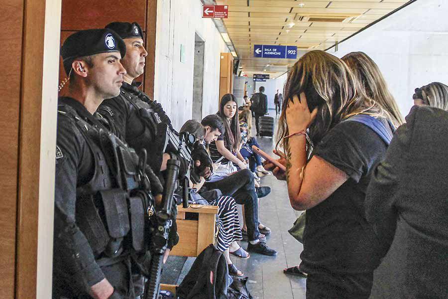 AK-47-EN-EL-CENTRO-DE-JUSTICIA2544