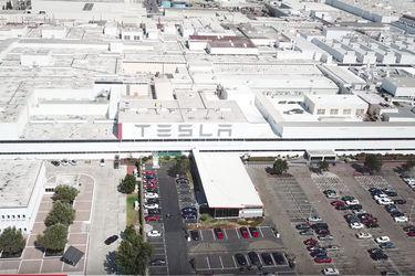 Tesla mantiene abierta su fábrica de Fremont pese a la cuarentena