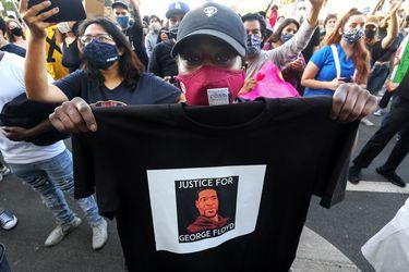 La familia de un afroamericano muerto a manos de la policía pide justicia y resurge campaña #BlackLivesMatter