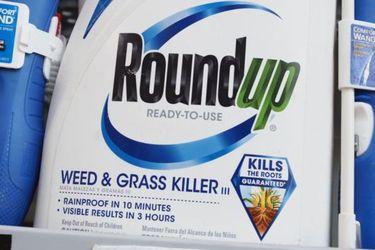 Bayer llega a millonario acuerdo en muchos casos de Roundup, el herbicida de Monsanto