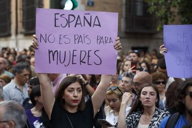 """Tribunal Supremo de España elevó condena a """"La Manada"""" a 15 años por agresión sexual"""