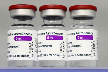 Crece preocupación por vacuna de AstraZeneca tras nuevas restricciones, ahora en Australia, Filipinas y África