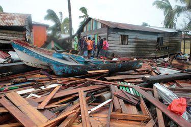 Tromenta tropical Iota llega a El Salvador y suma una decena de muertos