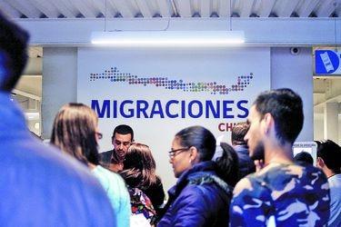 Análisis de la PDI: flujo de personas en fronteras se redujo a más de la mitad