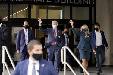 """Joe Biden vota de manera anticipada en Delaware y dice que espera ser electo para poder """"cambiar las cosas"""" en EE.UU."""