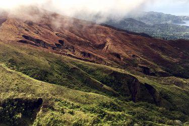 Erupción en volcán en San Vicente y las Granadinas obliga a evacuar a sus habitantes
