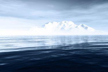 Colosal iceberg a la deriva: estudio liderado por científico de la U. de Santiago alerta sobre colapso de plataformas de hielo antárticas por olas de calor