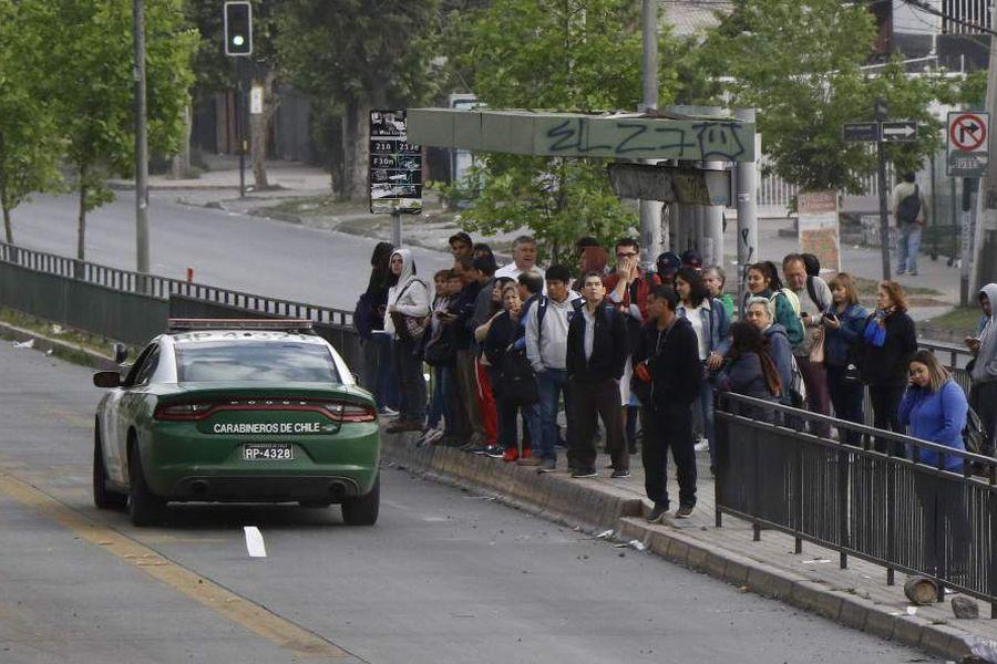 Comercio Personas intentan tomar locomoción ras el cierre del Metro