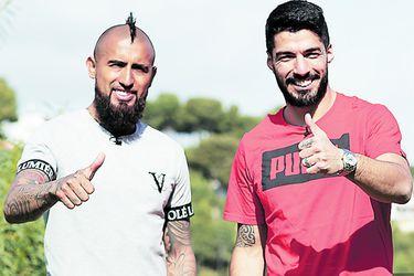 Arturo Vidal devuelve la mano y se suma a los homenajes a Luis Suárez