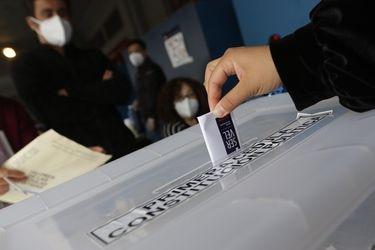 Patrullas dinámicas y sellado especial de urnas: así resguardarán Carabineros y FF.AA. los votos la noche del sábado
