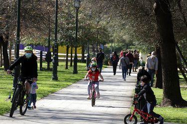 En su primer día de apertura en fase de Transición el Parque Araucano en Las Condes recibió a 7.000 personas