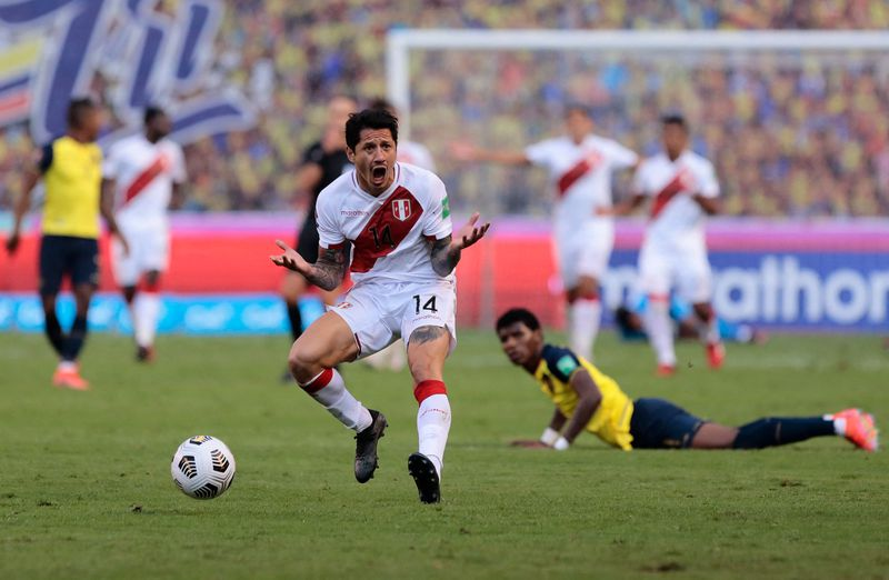 Gianluca Lapadula, seleccionado peruano.