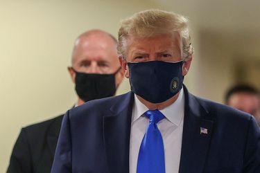 El inédito gesto de Trump: aparece en público usando mascarilla en medio de fuerte aumento de casos de Covid-19 en EE.UU.