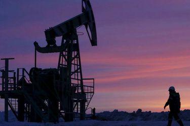 Precio del petróleo se hunde por preocupaciones sobre demanda debido al coronavirus