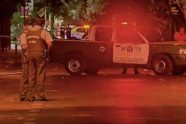 Hombre fallece apuñalado en Santiago centro