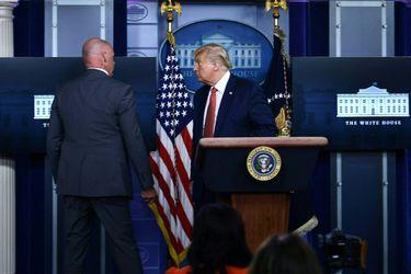 """Trump asegura que Servicio Secreto se enfrentó a sujeto """"armado"""" afuera de la Casa Blanca"""