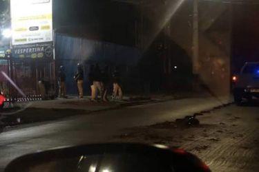 Efectivos policiales y del Ejército impiden saqueo a supermercado en Puente Alto
