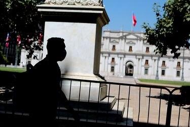 Gobierno confirma contagio de funcionario de La Moneda con Covid-19
