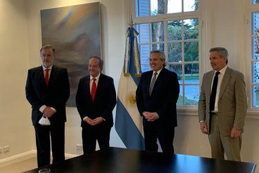 Monckeberg entrega cartas credenciales a Fernández y embajador Bielsa llega a Chile este viernes