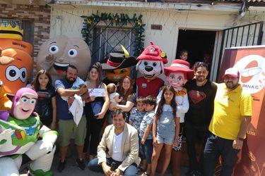"""""""Con la marraqueta bajo el brazo"""": Premian a primera guagua nacida en Santiago el 2019 con un año de pan gratis"""