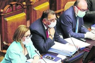 Senado aprueba reforma para aplazar plebiscito y elecciones municipales