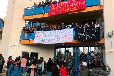 Alumnos del Colegio San Juan Evangelista deponen toma