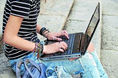 Mineduc mantendrá gratuidad y becas pese a clases 'online'