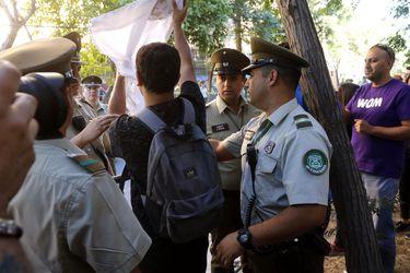Columna de Óscar Contardo: Una mochila llena de escombros