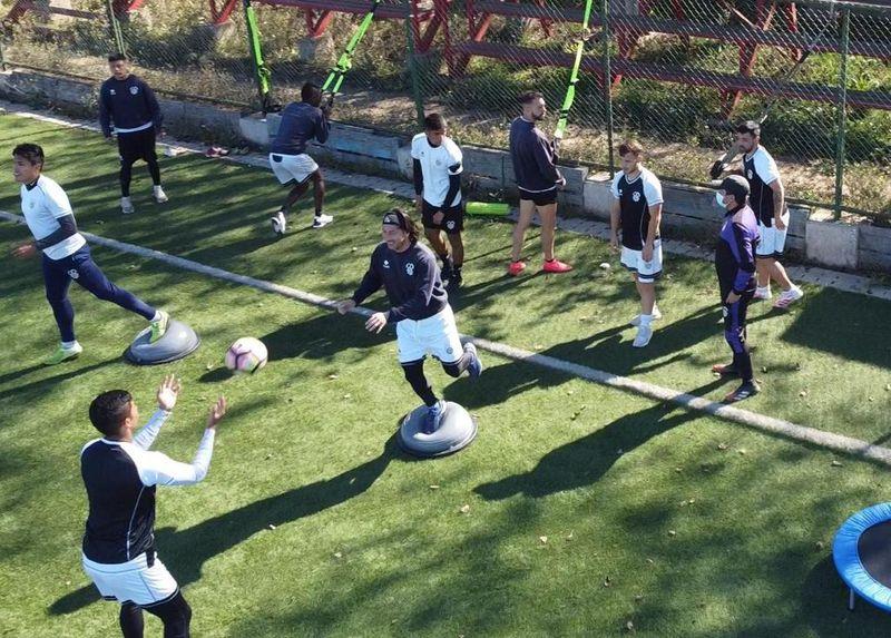 Jaime Valdés entrena con sus compañeros de San Antonio Unido.